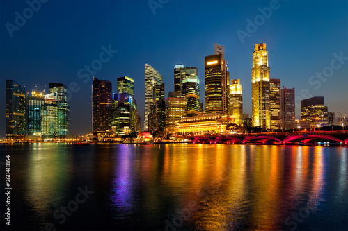 In de dag Singapore Singapore skyline in evening