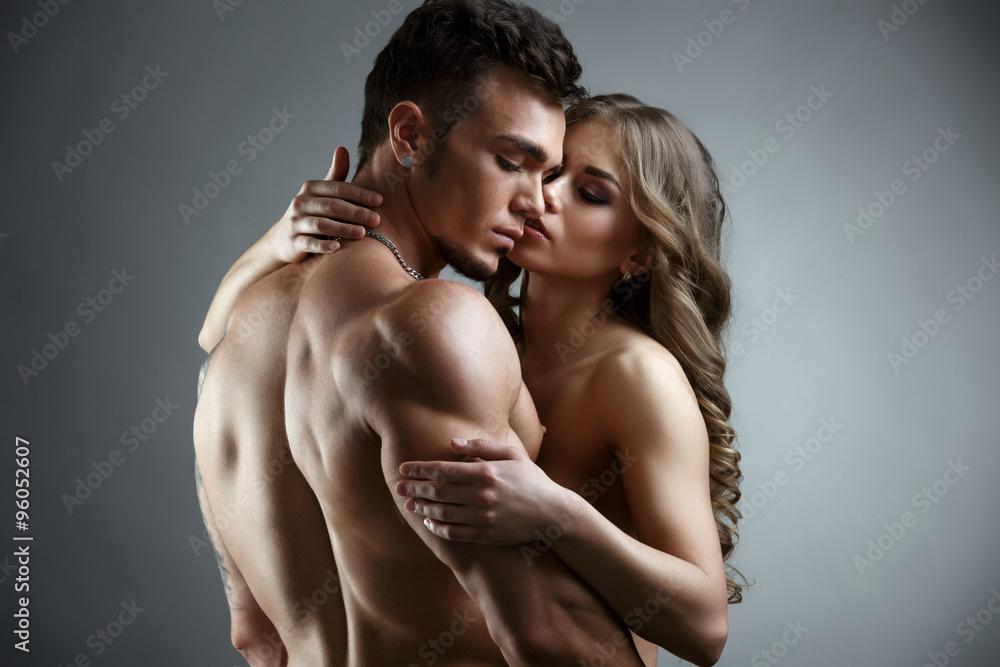 Fotografía Erótica Abrazo De La Atractiva Pareja Desnuda