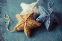 Knitted Stars For Christmas Tr...