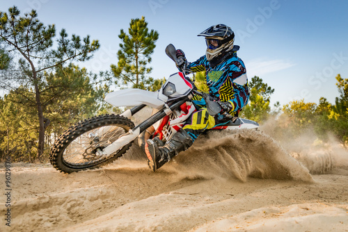 Cadres-photo bureau Motorise Enduro bike rider