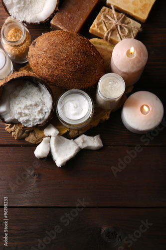 Autocollant pour porte Spa Spa coconut products on dark wooden background