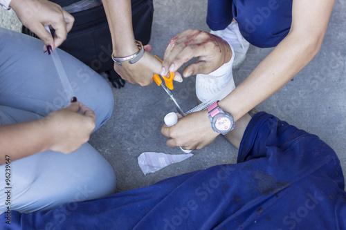 Fotografie, Obraz  Okamžitá první pomoc je poškozená v důsledku dopravní nehody.