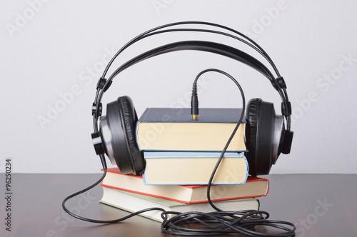 Photo  Hörbücher gestapelt mit Kopfhörer