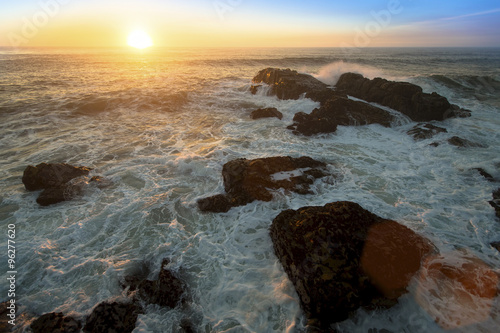 Foto op Aluminium Grijze traf. Ocean surf on the rocks during amazing sunset.