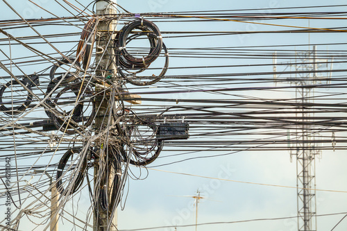 Photo  lot of wire cables messy on electricity pole in the city for saf