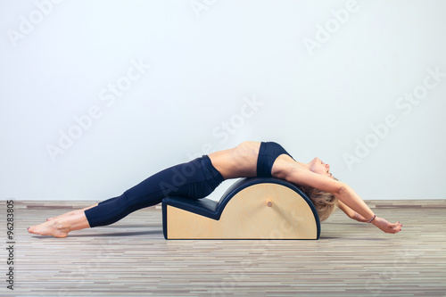 Photo  Pilates, fitness, sport, training and people concept -  woman doing  exercises o