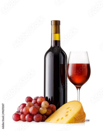 Photo  Red wine with grapes and cheese