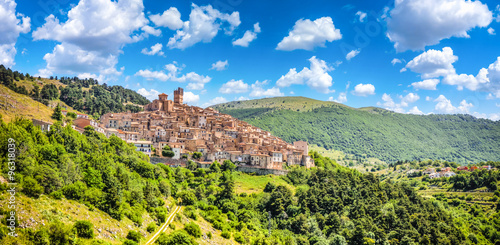 Photo Idyllic italian village Castel del Monte in the Apennine mountains, L'Aquila, Ab