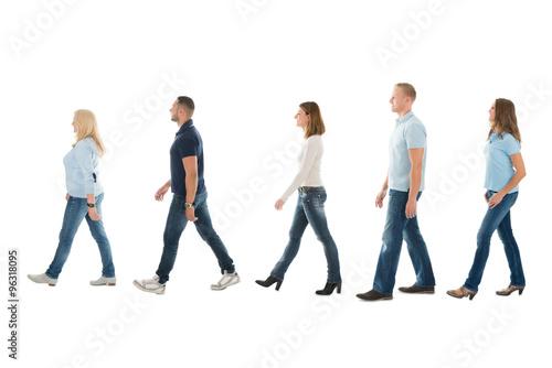 Foto  Side View Of People Walking In Queue