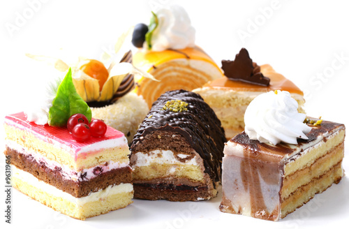 In de dag Dessert Assorted different mini cakes with cream, chocolate and berries