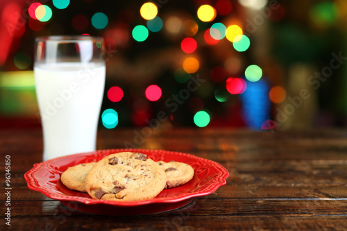 Photo  Christmas cookies and milk