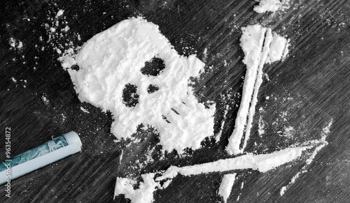 Drug powder cocaine in the silhouette of the skull Fototapet