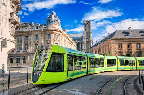 Obraz Modern tram on the streets of the old town of Reims, France - fototapety do salonu