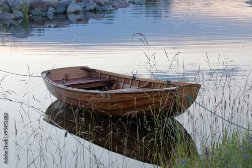 Canvas Print Rowboat in calm water in the harbour