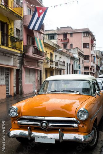 uliczna-scena-na-deszczowym-dniu-w-hawanskim-kuba