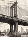 Czarno-biały widok mostu Manhattan w Nowym Jorku - 96465279