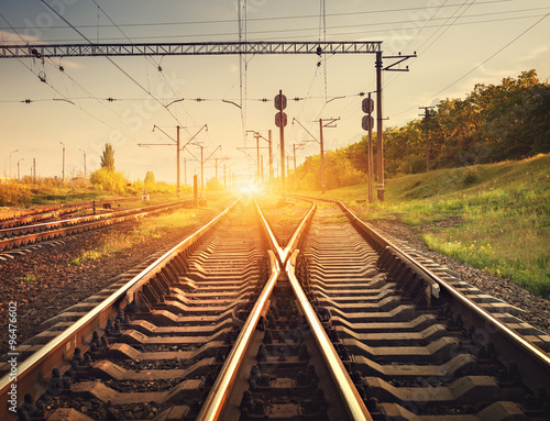 Fotografía  Cargo train platform at sunset. Railroad in Ukraine. Railway sta