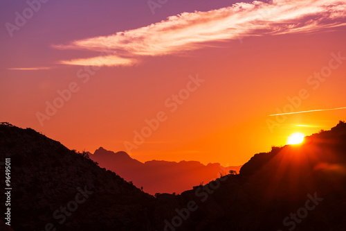 Foto auf AluDibond Rotglühen Mountains in sunset