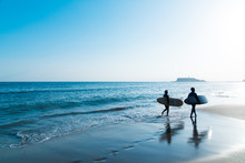七里ヶ浜のサーファー