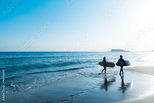 Foto  七里ヶ浜のサーファー