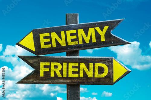 Photographie Enemy - Friend signaliser avec fond de ciel