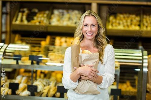 Foto op Plexiglas Bakkerij Beautiful woman holding paper bag with bread