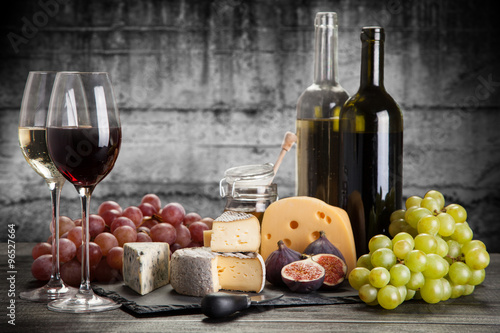 Photo  Wine and cheese