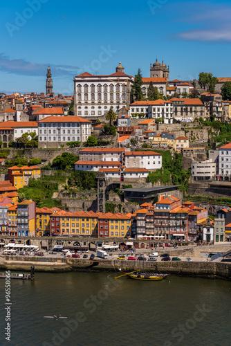 portugalia-porto-rzeka-douro-i-zabytkowe-centrum-miasta