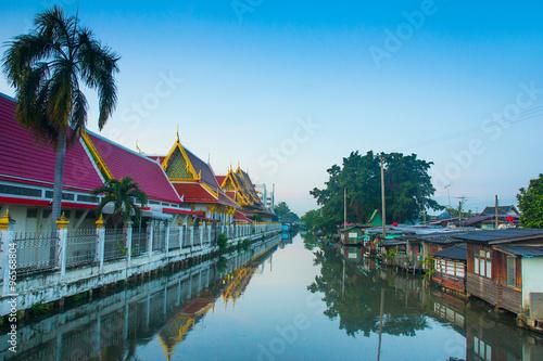 Photo  river temple thailand