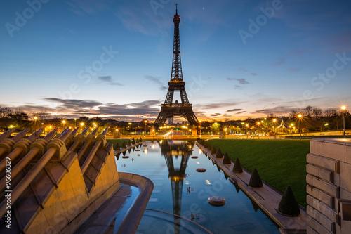 Poster Tour Eiffel Le jour se lève à Paris