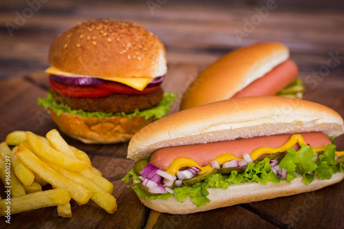Fotografía  Fast food - Hot dogs, hamburger and French fries