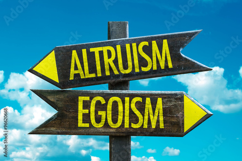 Photo Altruism - Egoism signpost with sky background