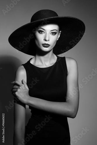 Fototapeta Black and white portrait of elegant woman obraz na płótnie