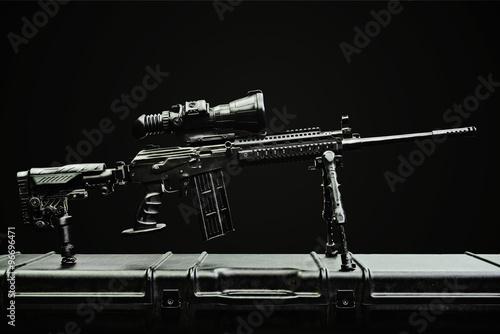 Pinturas sobre lienzo  Rifle de francotirador en el caso