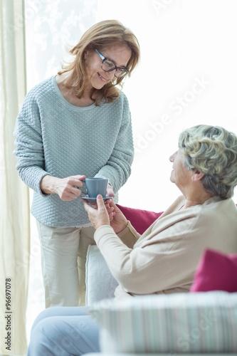 Láminas  Carer helping elder woman