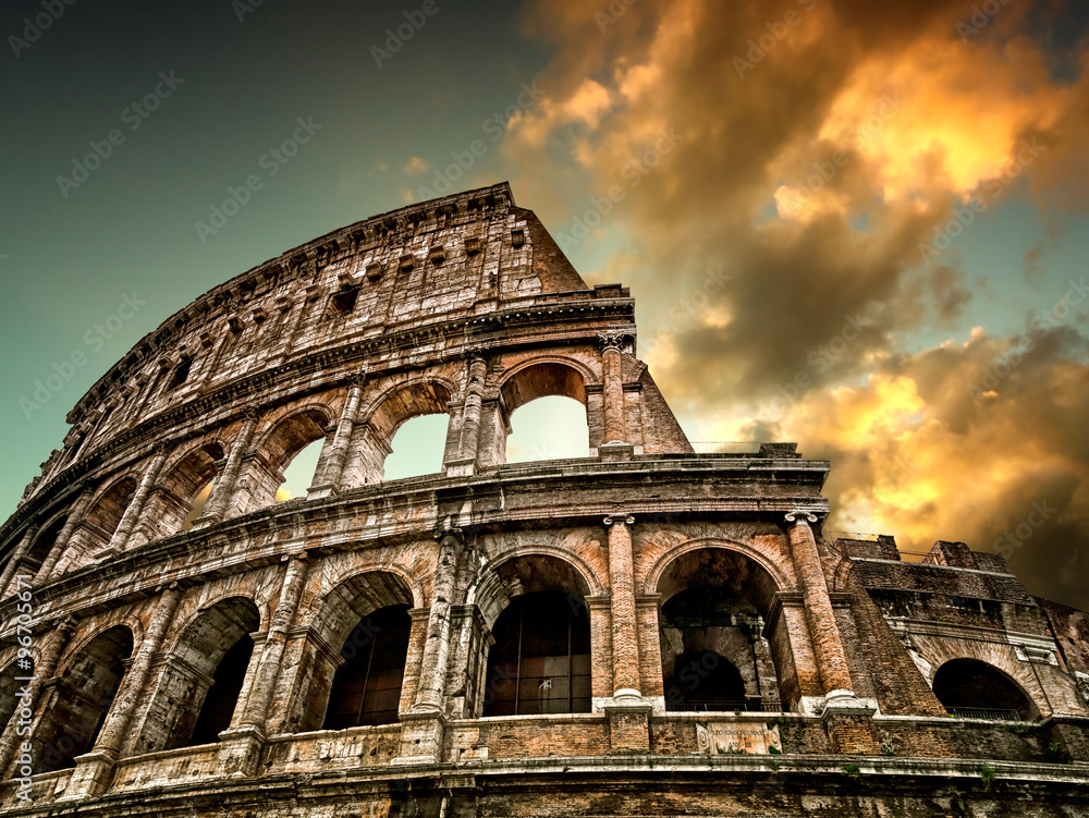 Photo  Colosseum in Rome with sky in the background
