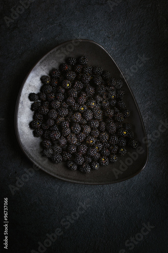 Obraz na plátně  Fresh blackberry on black plate.