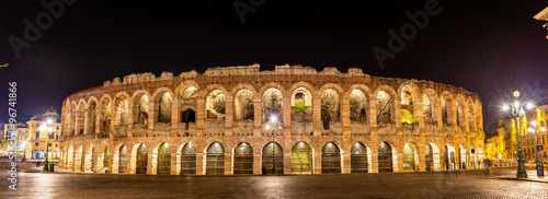 Photo The Arena di Verona at night - Italy