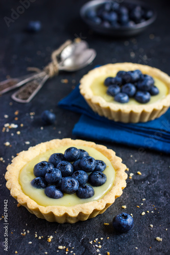 Photo Tart with lemon curd and fresh blueberry