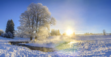 Strahlender Sonnenaufgang Bei Eisiger Kälte