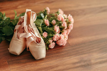Bouquet Of Pink Roses And Poin...