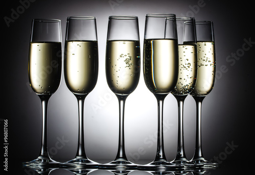 Foto  champagne glasses