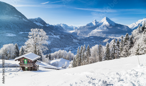 Ingelijste posters Wit Winter wonderland in the Alps with mountain chalet