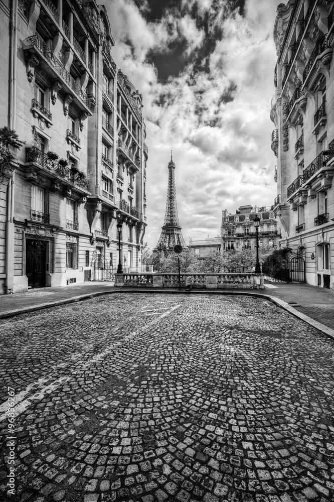 5770e02e390 Fotografía Torre Eiffel vista desde la calle en París, Francia |  Europosters.es