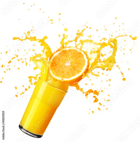 In de dag Opspattend water Orange juice splashing with its fruits isolated on white