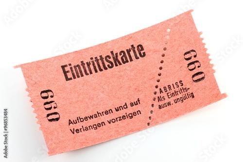 Fotografía  Eintrittskarte isoliert auf weißem Hintergrund