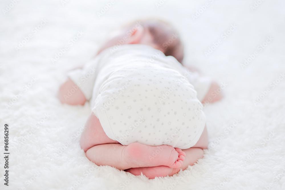 Fototapety, obrazy: Pieds de bébé avec des fleurs