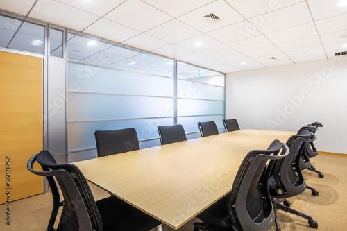 Fotografía  普通の会議室  Common desk and table