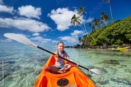 Fotografie, Obraz  Little girl in kayak