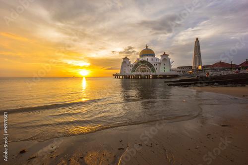 Fotobehang Midden Oosten Malacca Straits Mosque. Sunset.